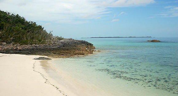 巴哈马 王子岛位于美国佛罗里达州以东200英里的巴哈马阿巴科群岛