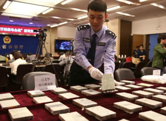 (南京)江宁区有个天价理发店 游客免费体验点痘花了9623元