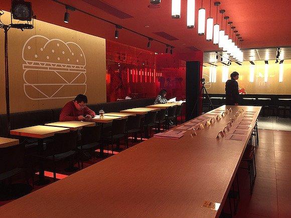 """麦当劳""""未来智慧""""餐厅在北京开业了"""
