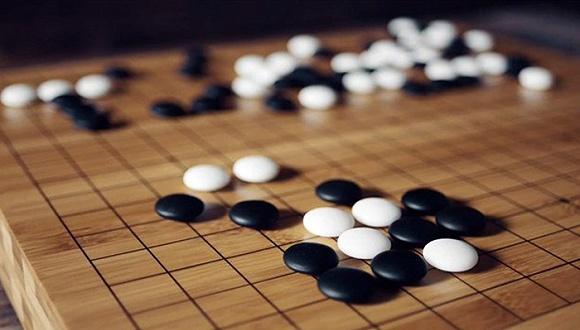 今年年初,Google DeepMind团队在《Nature》上发表论文称,其名为AlphaGo(阿尔法围棋)的人工智能系统,在没有任何让子的情况下以5比0完胜欧洲围棋冠军、职业围棋二段樊麾的消息引起了各方高度关注,加之即将到来的AlphaGo与过去十年最佳围棋手李世石之间的终极挑战,一时间有关AI的报道和分析铺天盖地。所以在此作为AI非专业人士的我们就没有资格,更没有必要在这里做什么针对围棋的AI技术分析,但作为一个新的产业,我们发现科技巨头实际上都在进行不同程度AI的研发,有的甚至为此还爆发了口水战。
