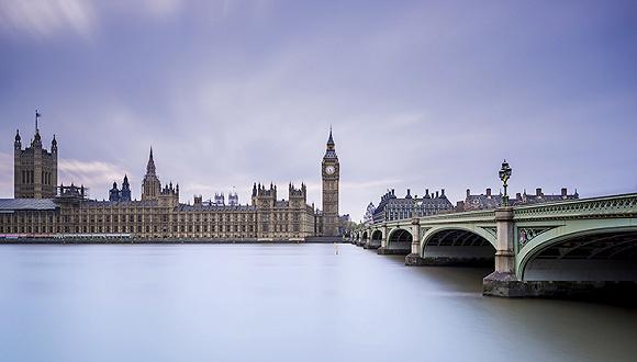英�y��z)�iX^K��ZJ~XZ_英国脱欧导致英镑贬值 中国游客赴英热情高涨