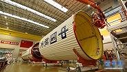 我国最大推力火箭长征五号运往文昌发射场 年底前首飞