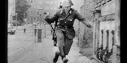 4秒,28年:第一个翻过柏林墙的东德士兵
