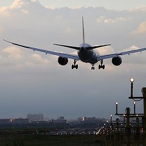 上海虹桥机场发生跑道入侵不安全事件 东航两
