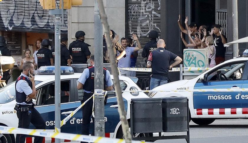巴塞罗那面包车冲撞恐袭致13人死亡 ISIS宣布负责