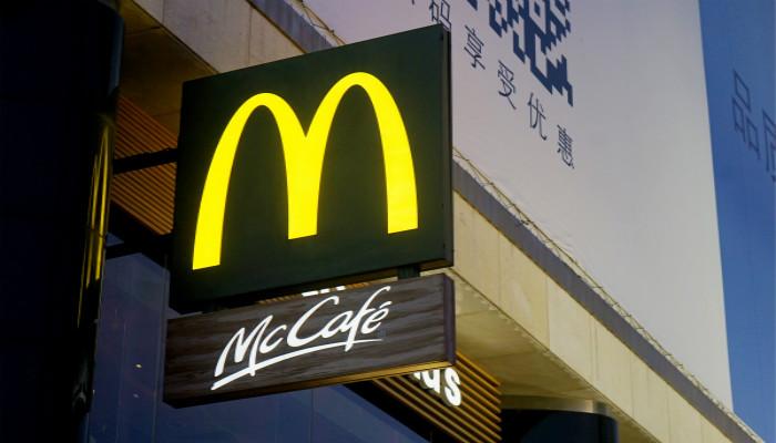 麥當勞中國董事長透露改名內幕:想好的名字美方不讓用,一氣之下叫了金拱門