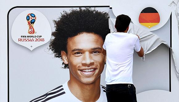 由于落选世界杯,德国足协将萨内海报从足球博物馆撤下.