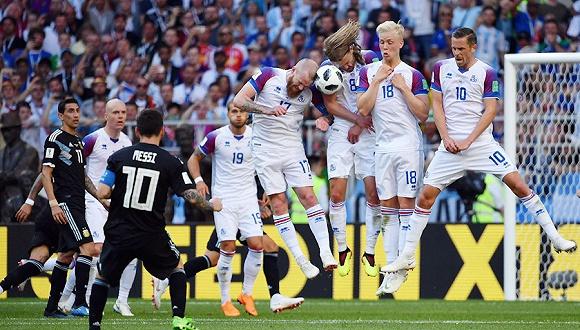 冰岛队官方:球员皆来自职业联赛 并非业余 北京时间6月17日晚,冰岛