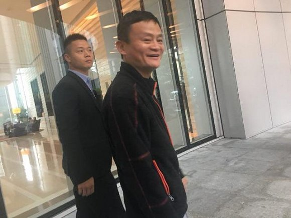 """""""罕见哥""""雷军与他的小米香港秀"""