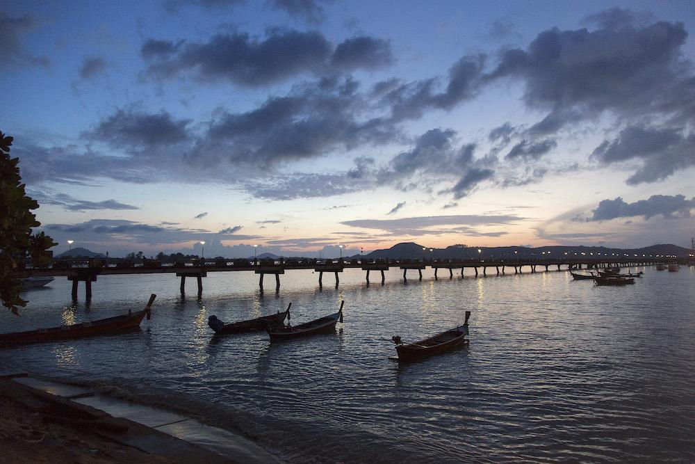 7月8日,普吉岛海面上的日出.