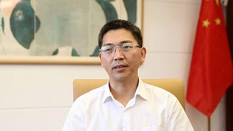 羅培新:從學者轉身踐行法治之路,中國在世行營商環境排名大幅提升,有他一份力