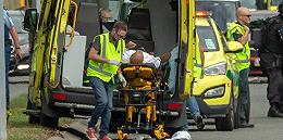 """新西兰遭遇""""最黑暗一天?#20445;?#20004;清真寺遇袭已致40人死亡,警方逮捕四人"""