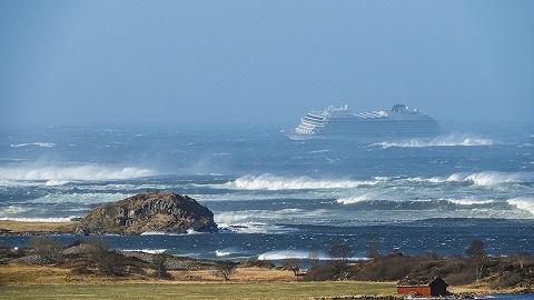 遇險挪威郵輪安全抵達港口,超1300人全部上岸