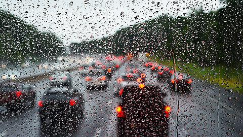 公安部预警:清明节降雨天气频,道路交通安全风险加大
