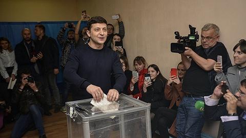 喜剧演员领跑乌克兰大选,选民高投票率引发舞弊质疑