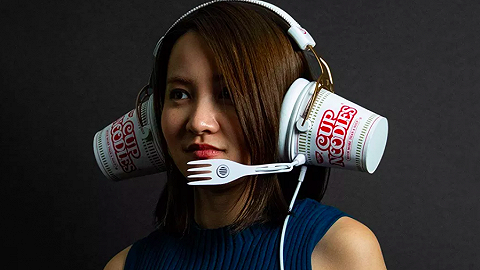 愚人节玩笑?泡面耳机、煎饼手表、旺旺仙贝粉……猜哪个会真实发售
