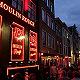 """阿姆斯特丹禁止旅游团""""夜游""""红灯区,性工作者与?#21152;?#38598;体抗议"""