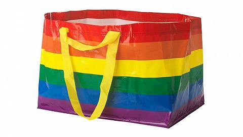 ?#24605;?#36141;物袋为了LGBTQ+,换掉了经典的?#35780;?#37197;色