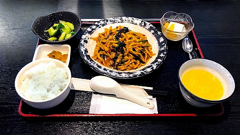 """日本开发专门搭配""""川菜""""的大米,能吃出爆米花味"""
