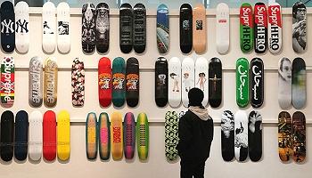 神秘中國買家出價87萬,電話競拍131副Supreme限量滑板