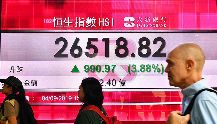【界面晚报】港股创去年11月以来最大单日涨幅载中国游客大巴新西兰翻车致6人死亡 界面新闻·中国