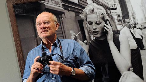 """【一周影像资讯】""""不修图""""的时尚摄影大师 Peter Lindbergh 去世,拍下黑洞照片的科学家们获奖300万美元"""