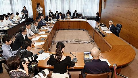 日本央行维持利率不变,预测国内经济将继续温和扩张