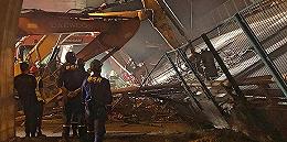 【现场】无锡312国道跨桥侧翻事故现场百余人通宵救援