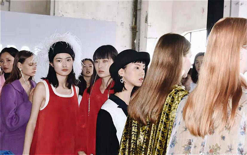 【深度】淘品牌逆袭,上海时装周进入粉丝时代|界面新闻·时尚