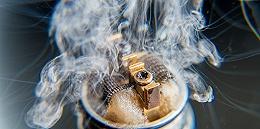 """一根电子烟,和它背后的""""冰火两重天"""""""