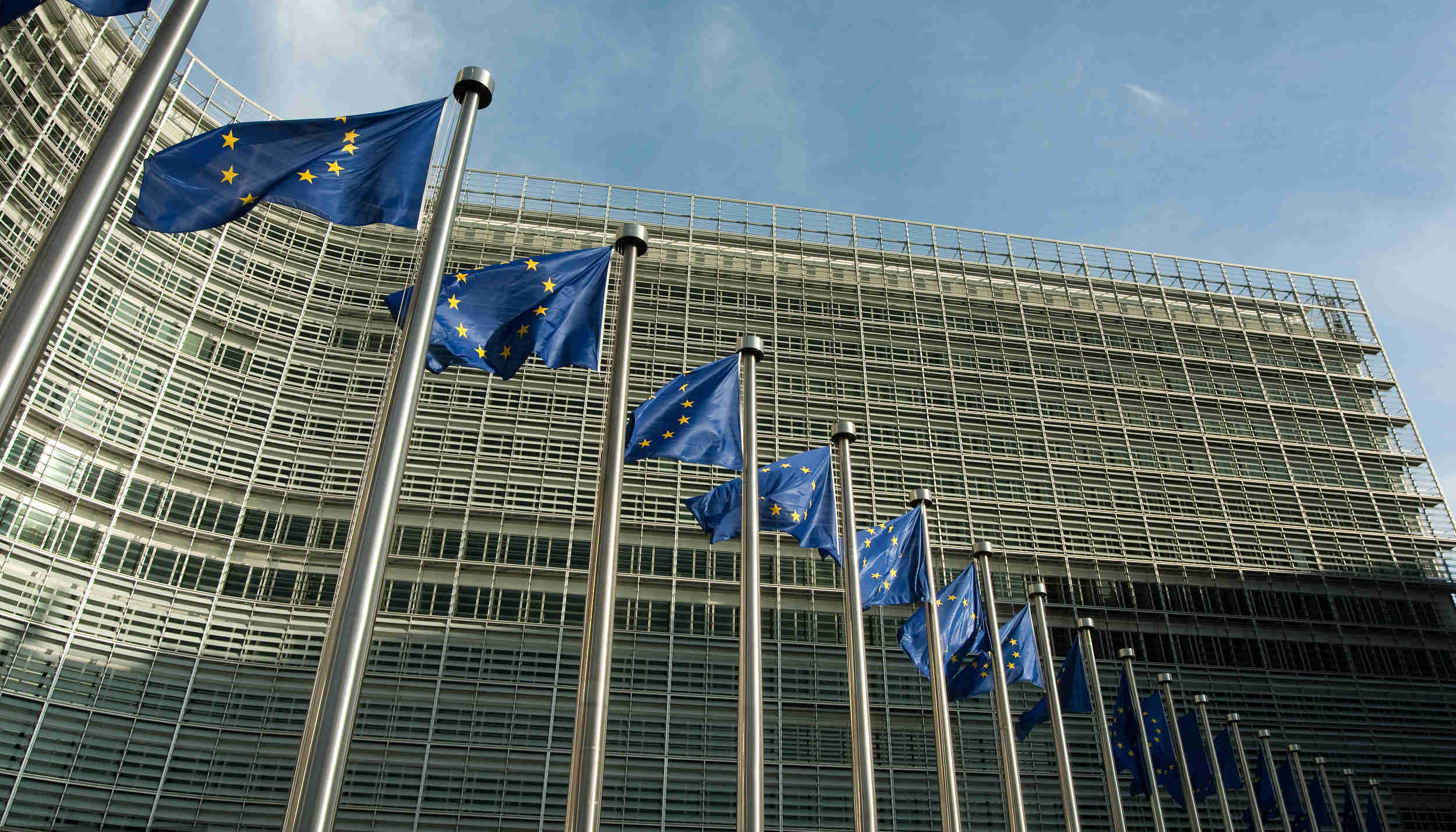 """为反制气候政策去欧盟游说,五大石油巨头""""10年花了2.5亿欧元"""" 界面新闻·天下"""