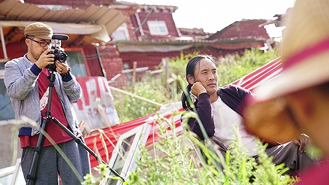 他用八年,记录一个喇嘛诗人的生活和情感变迁