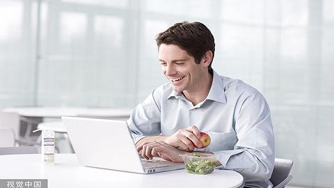 研究发现:午餐社交没必要,独吃午餐有助于提升工作效率
