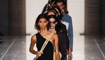 """开云押注成功,Bottega Veneta""""年度品牌""""的称号终于坐实了"""