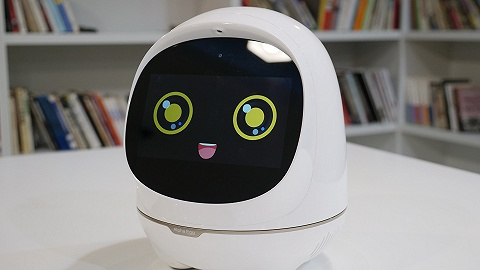 阿爾法蛋大蛋2.0上手體驗:機器人能否幫家長輔導孩子作業?
