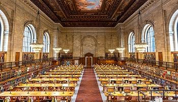 在过去的125年,纽约公共图书馆的哪十本书被借阅最多?