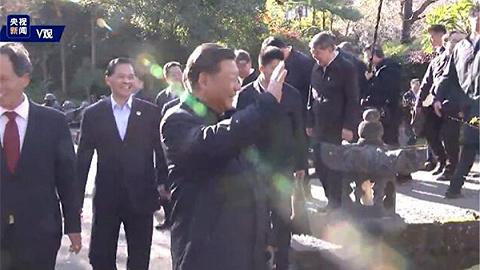 视频丨习近平在云南考察偶遇游客