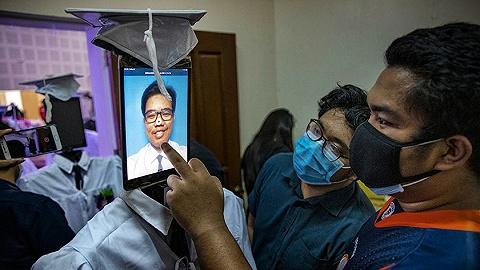 【圖集】全球畢業季來臨:一次注定難忘的告別
