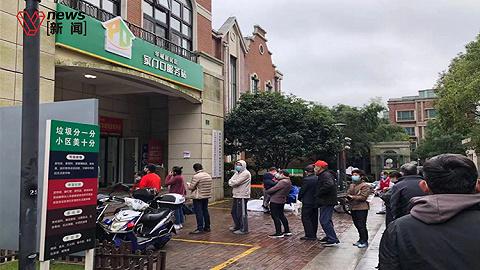浦東明天華城小區展開第二次核酸檢測,分批次下樓減少排隊時間