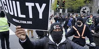 跪殺黑人的警察被判有罪,美國可以翻過種族沖突這一頁了嗎?丨美國向何處去...