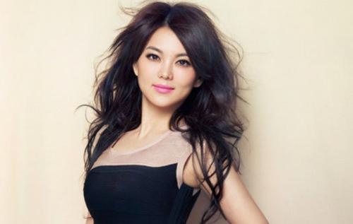 李湘晒_在娱乐方面,5月10日,李湘正式出任360娱乐总裁,负责整体娱乐资源的