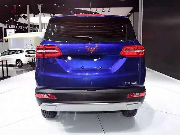 为什么 五菱宏光S 的尾标会出现在一辆SUV上高清图片