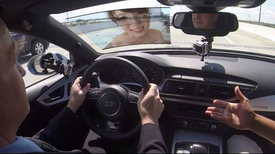 奥迪要把前挡风玻璃做成看片儿神器,老司机们上车不?