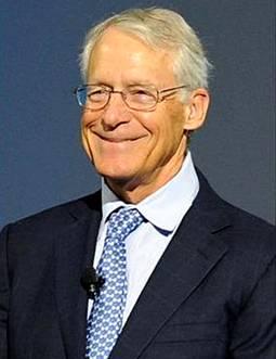 长子罗布森·沃尔顿接下父亲的权杖,在其担任沃尔玛董事会主席