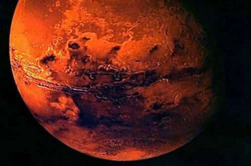 过去三十多年,太空船展示给我们的火星是一个多岩、寒冷、覆盖在模