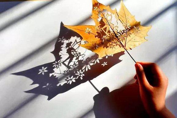 叶雕,又称剪叶, 取材秋季成熟的自然落叶, 经手工在落叶上精雕细琢