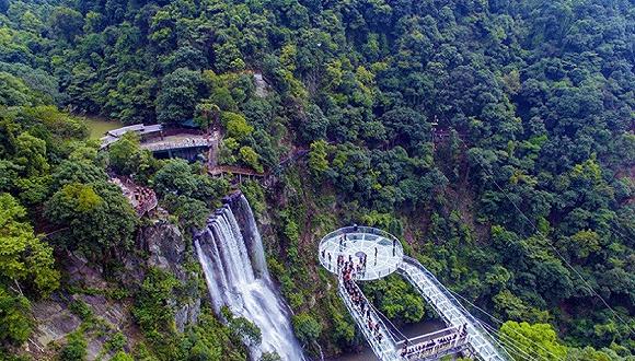 """广东清远玻璃大峡谷正式对外开放 开启全域旅游""""水陆空""""全景模式"""