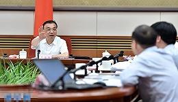 李克强:二季度经济延续了一季度平稳增长的态势