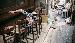 这位摄影师专拍日本街头的醉鬼