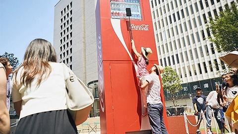 日本街头为什么出现了42公里长的泡面和3米高的可乐贩卖机?